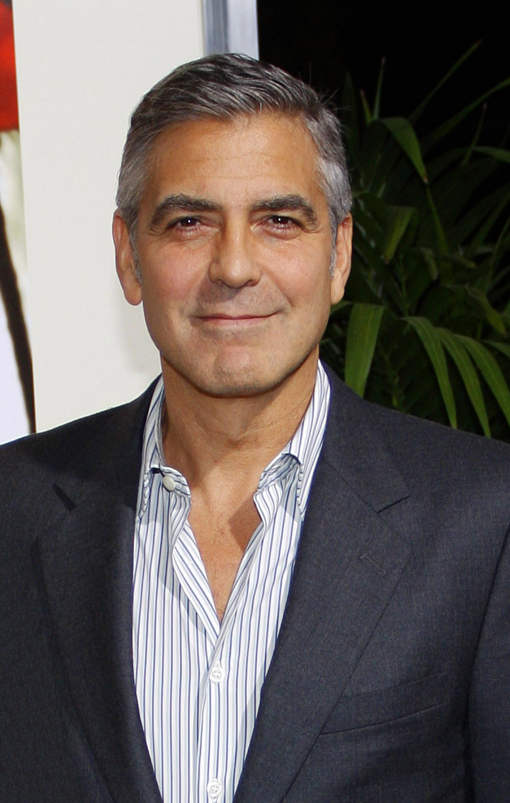 George,Clooney,At,The,Los,Angeles,Premiere,Of,'the,Descendants'