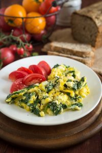scrambled eggs with sausage and spinach as a quick and easy breakfast